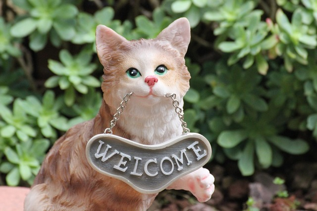 Cat welcome doorstop, animals.