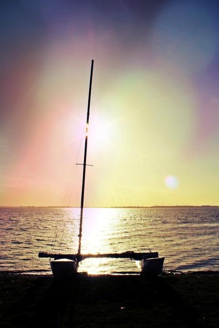 Catamaran mast hull.