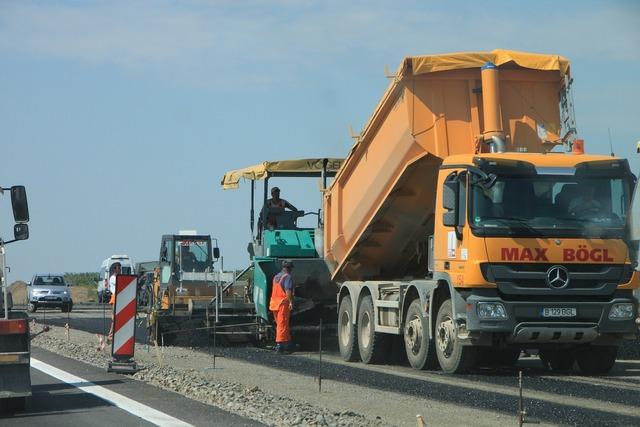 Caterpillar construction heavy, transportation traffic.