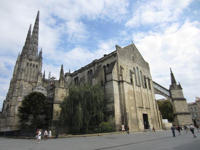 Cathedral france catholic, religion.