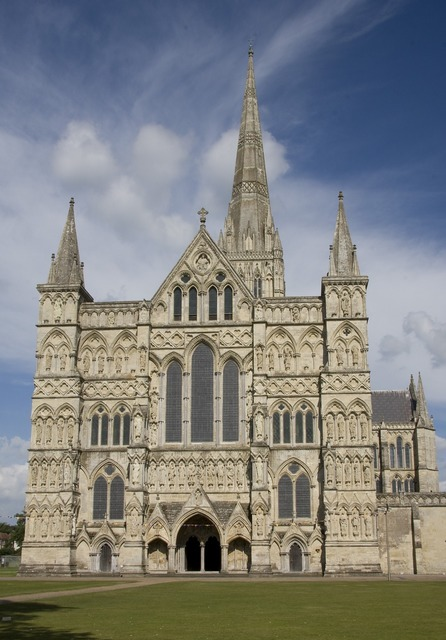Cathedral salisbury exterior, places monuments.