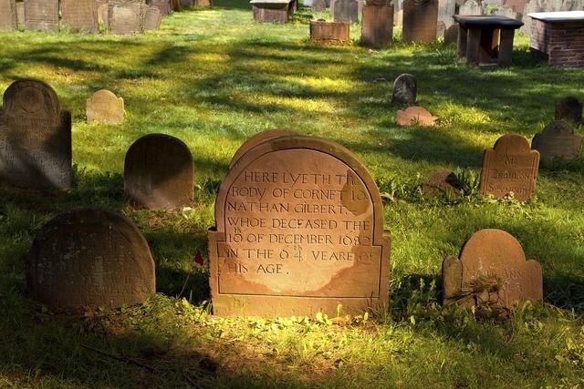 Cemetery grave graves.