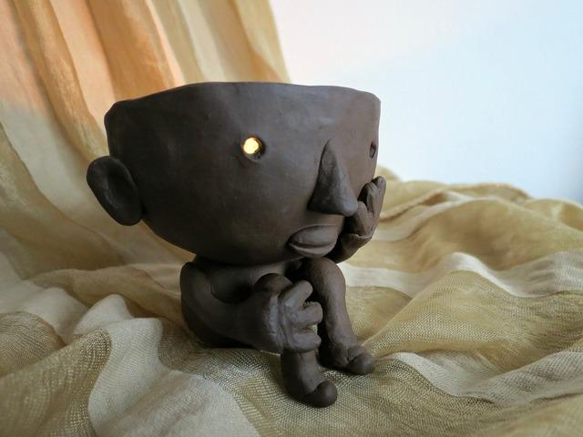 Ceramics lantern the head of the.