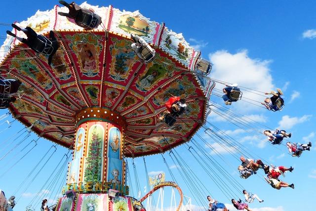 Chain carousel fly aviator carousel.
