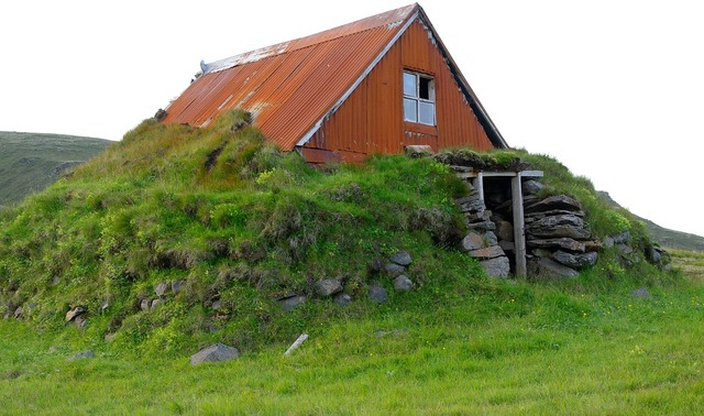 Chalet iceland ruin.