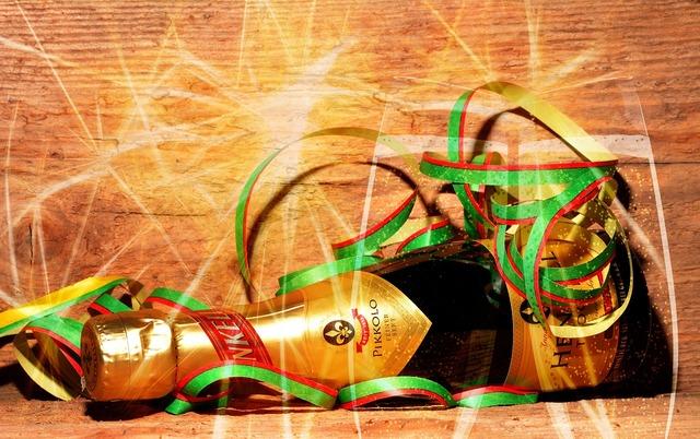 Champagne streamer glasses.