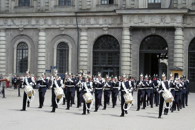 Changing of the guard stockholm military music, music.