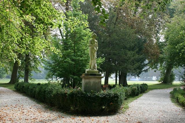 Château de chantilly garden garden statue.