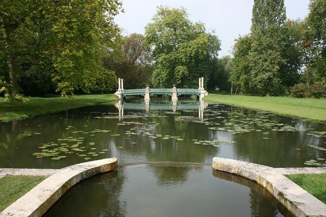 Château de chantilly island of love france.