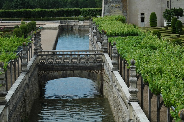 Château de villandry castle garden channel.
