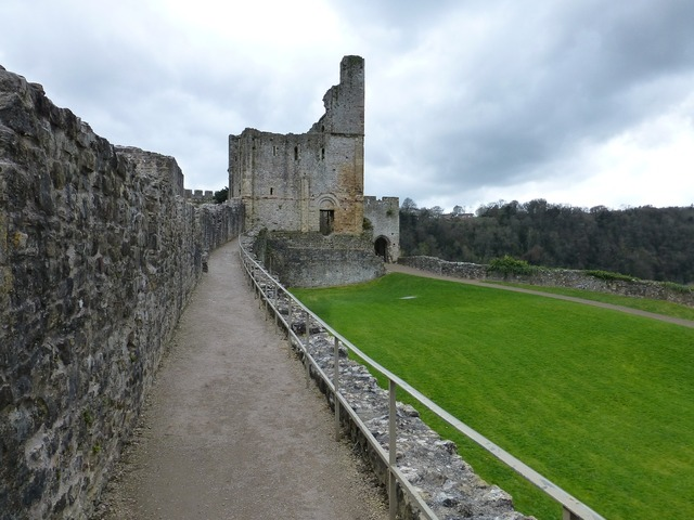 Chepstow castle history, places monuments.