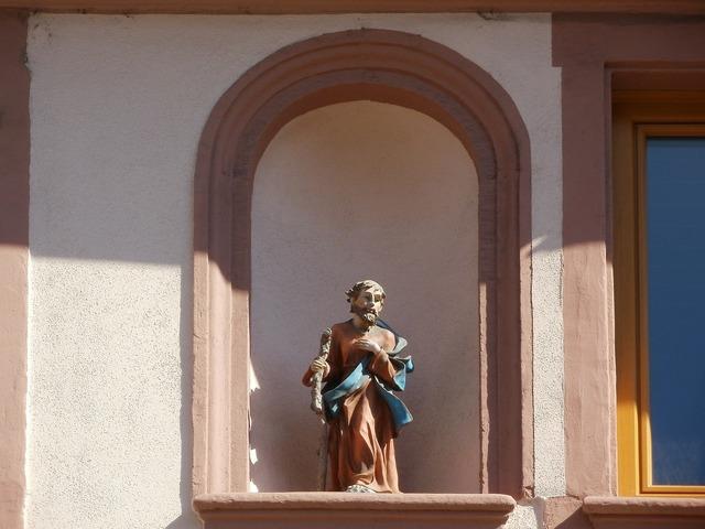 Christian saint statue, religion.