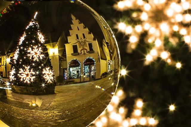 Christmas tree xmas crystal ball.