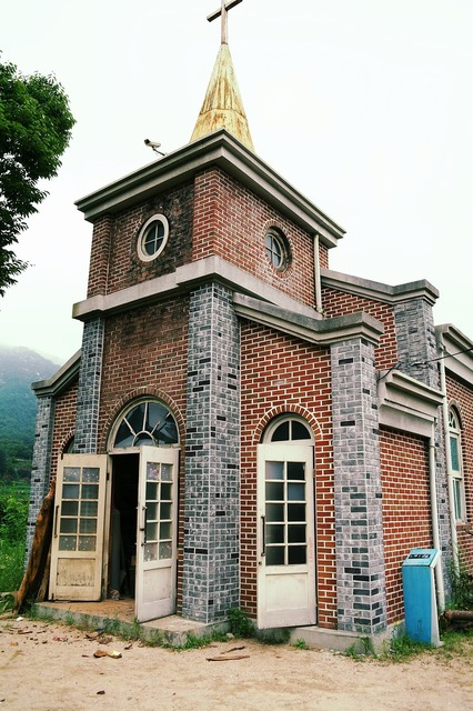 Church building nature, religion.