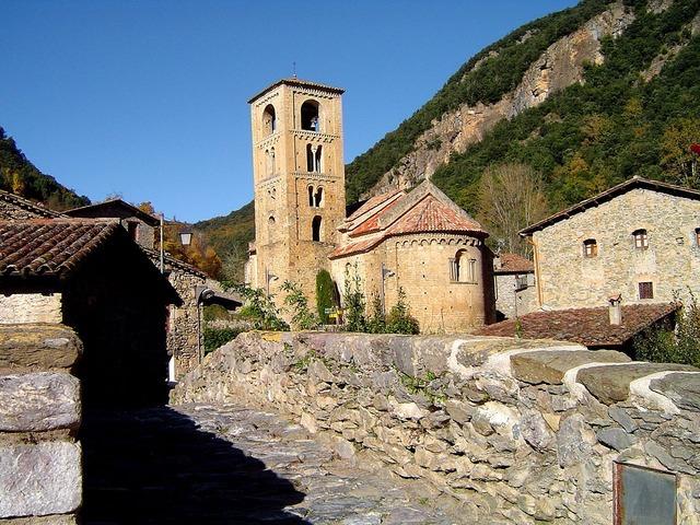 Church village italy, religion.