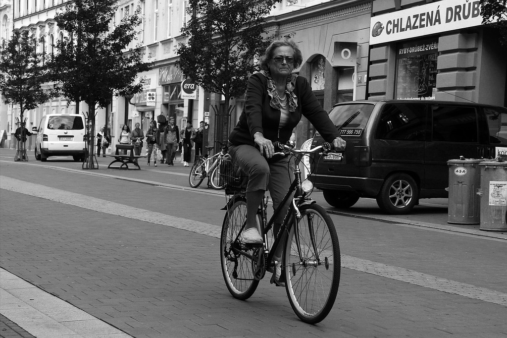Ciclista black and white mrs, transportation traffic.