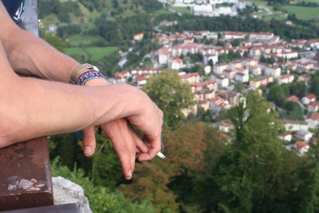 Cigarettes cigarette watch.