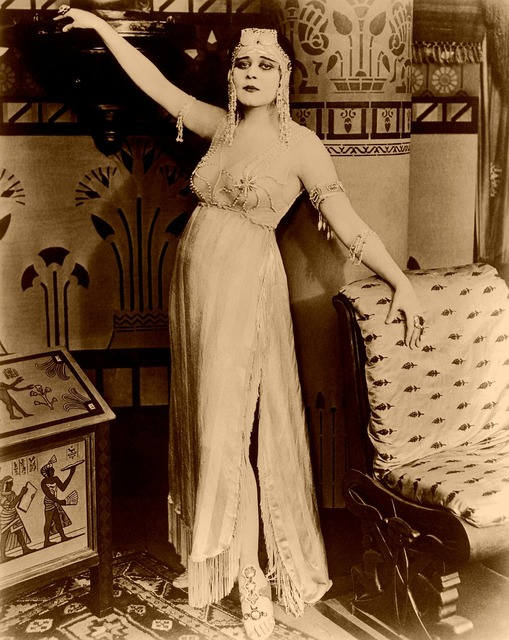 Cleopatra theda bara silent film, places monuments.