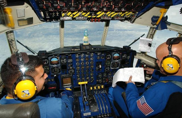 Cockpit aircraft c130, transportation traffic.
