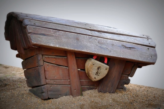 Coffin treasury lock.