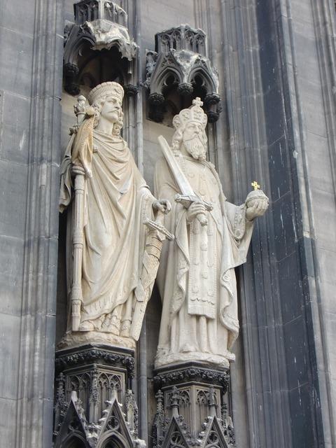 Cologne dom figures, religion.