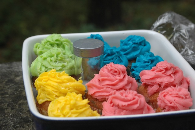 Colorful cupcakes eat.