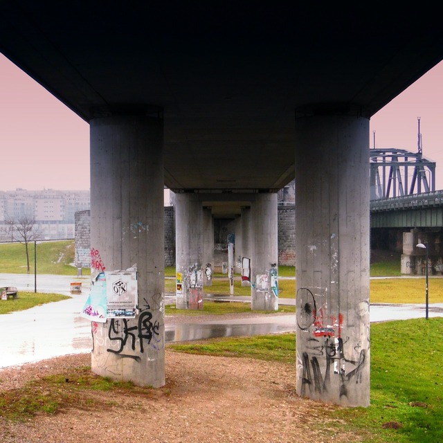 Columnar bridge architecture, architecture buildings.