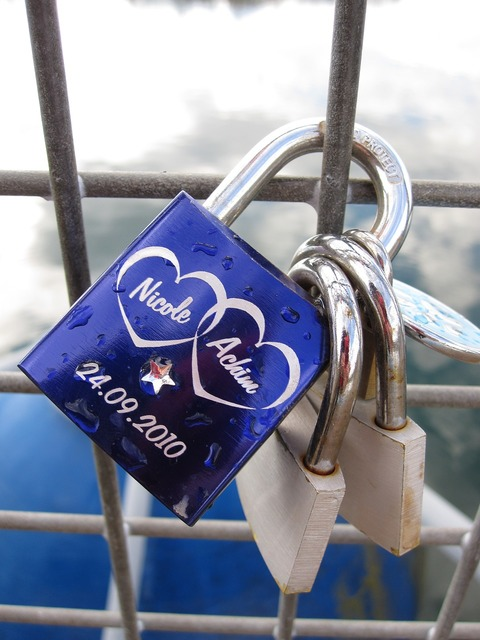 Connected castle padlock, emotions.