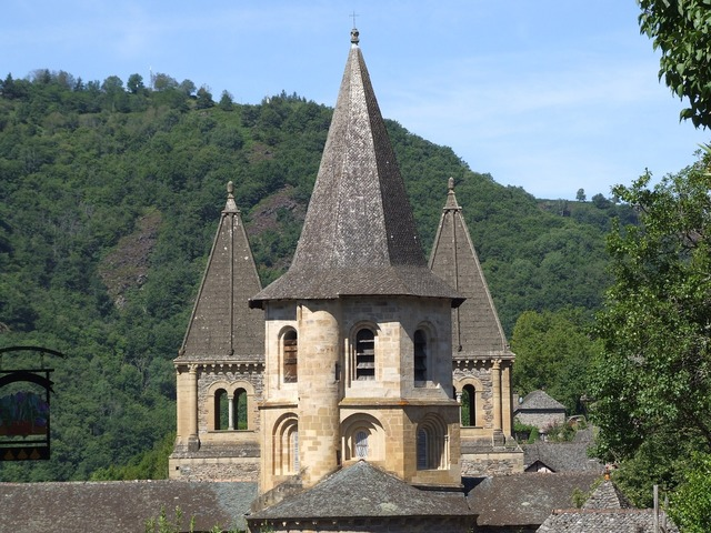Conques aveyron abbey, religion.