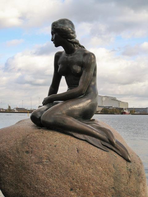 Copenhagen little mermaid places of interest.