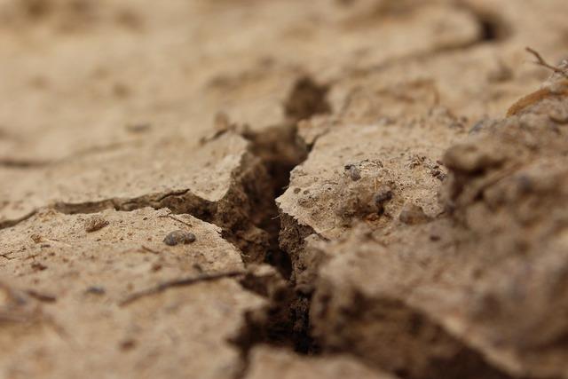 Crack land drought, transportation traffic.