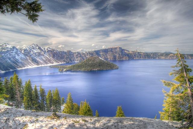 Crater lake oregon national park.