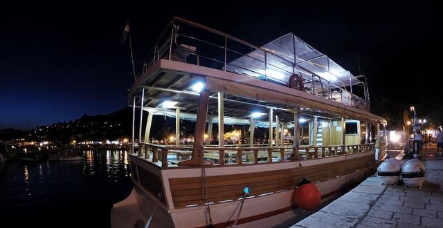 Croatia ship night.