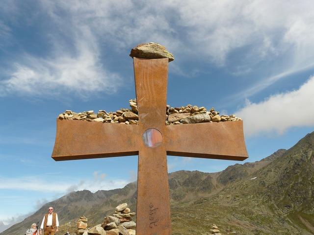 Cross summit cross timmelsjoch.