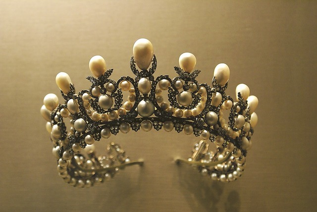 Crown diadem jewelry, places monuments.