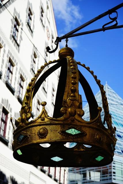 Crown nasal shield golden.