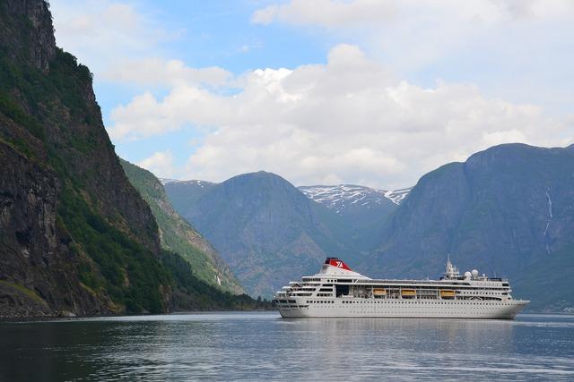Cruise cruise ship ship.