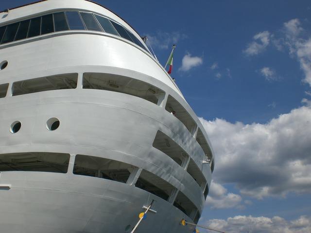 Cruise ship cruise cruiser.