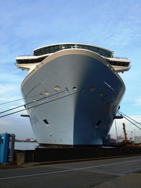 Cruise ship ozeanriese anthem of the seas.
