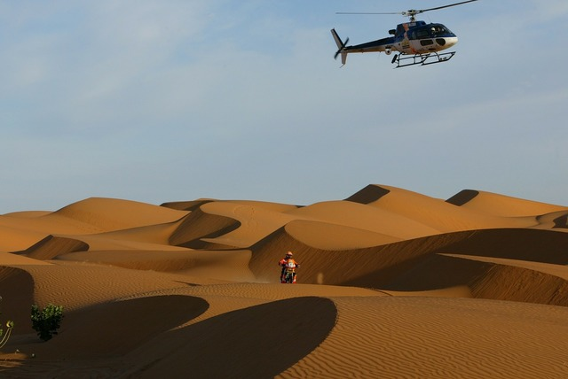 Dakar rally desert sahara.