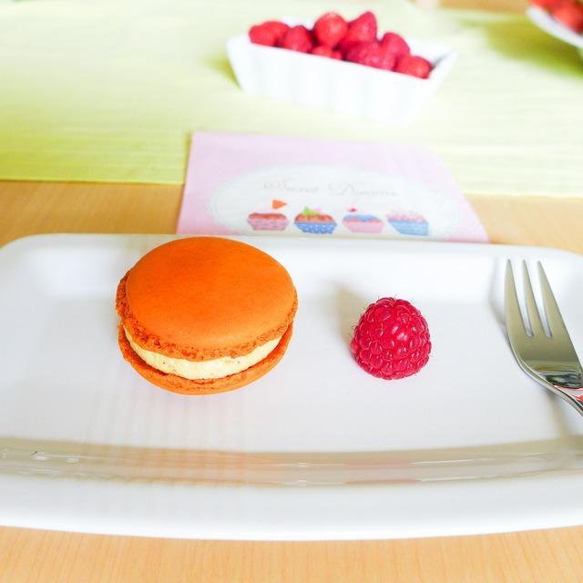Dessert maccaron sweet goods.