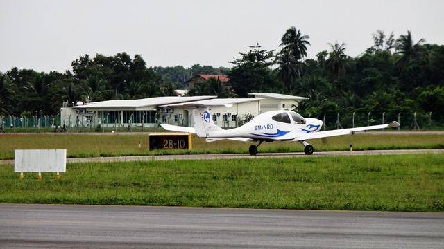 Diamond da40 aircraft.