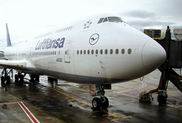 Docked jumbo jet lufthansa 747-830niedersachsen boeing 747.