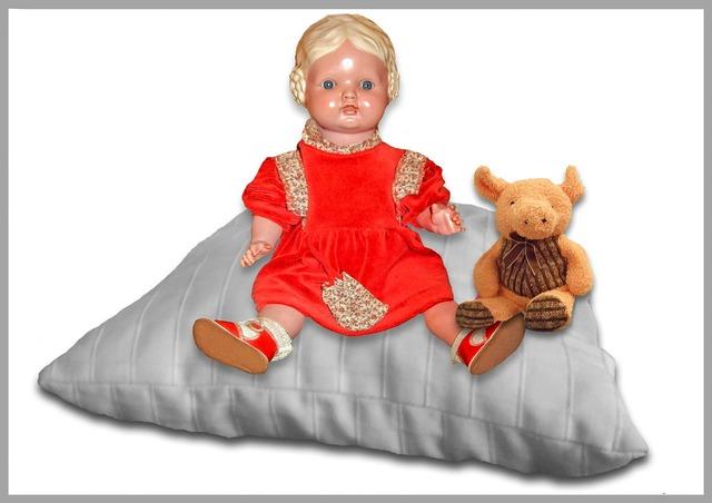 Doll pig children toys.