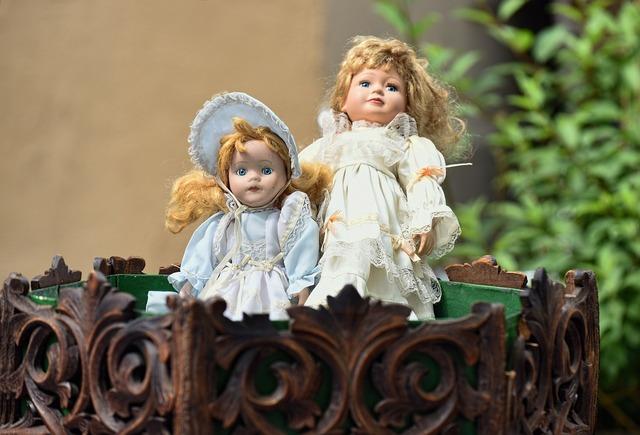 Dolls flea market former.