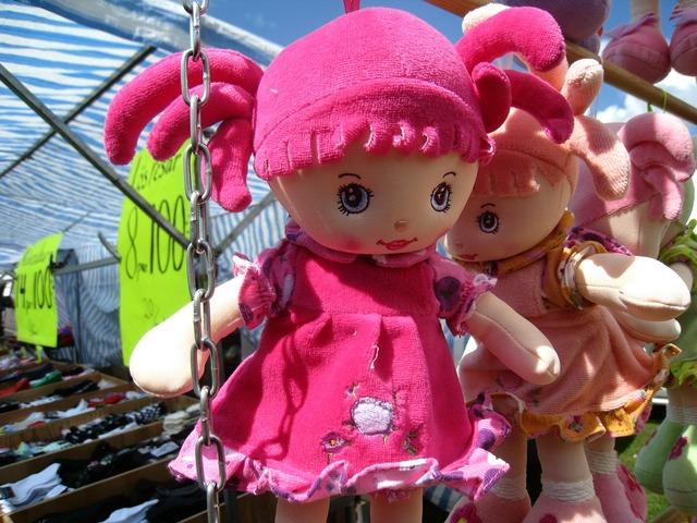 Dolls market colors.