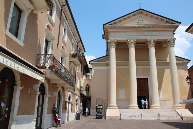 Dom bardolino italy, architecture buildings.