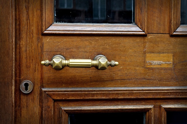 Door handle brass metal.