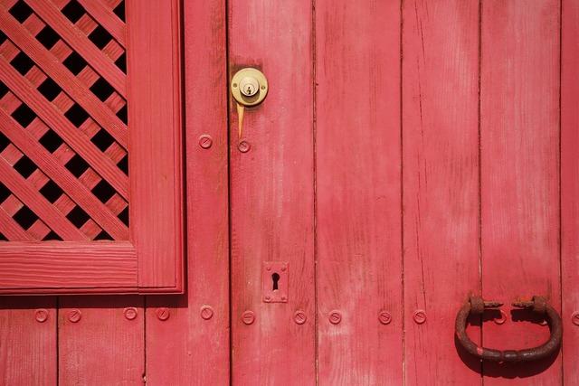 Door red lock.