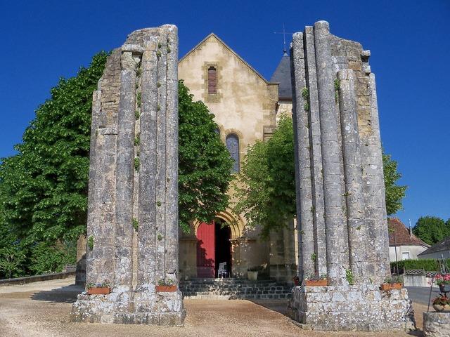 Dordogne france church, religion.